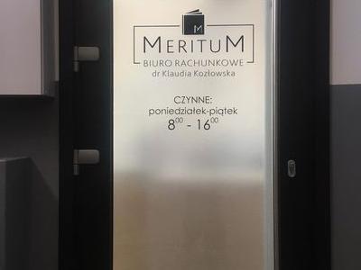 szklane drzwi do biura